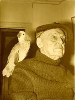 Mac Orlan et son perroquet Dagobert