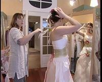 Essayage d'une robe en 2005