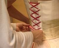 Habillage d'une mariée en 2005