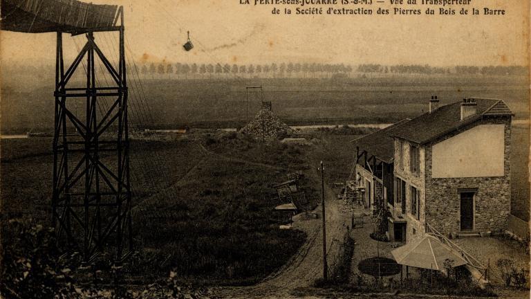 Carte postale ancienne représentant le transporteur de la société d'extraction des pierres du Bois de la Barre à La Ferté-sous-Jouarre en Seine-et-Marne du bois de la Barre
