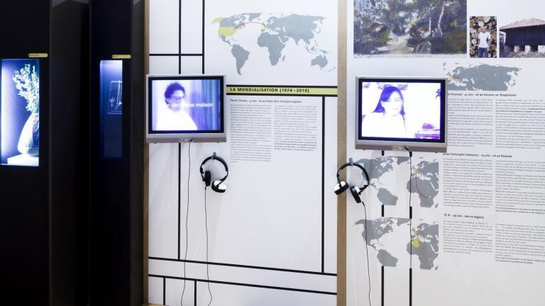 """Vue de l'exposition temporaire """"Histoires d'ici, Mémoires d'ailleurs"""", présentée au MDSM du 07/11/2010 au 31/07/2011"""